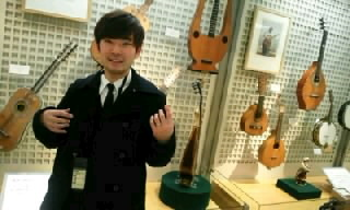 念願の…楽器博物館!